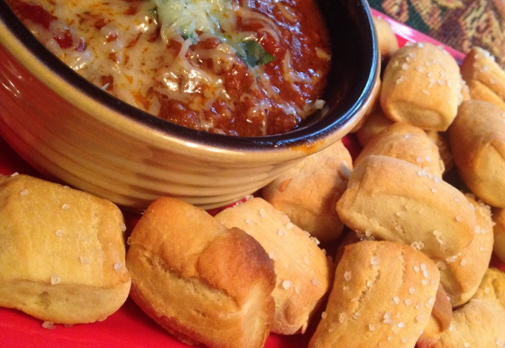 pizza bites with chili dipping sauce